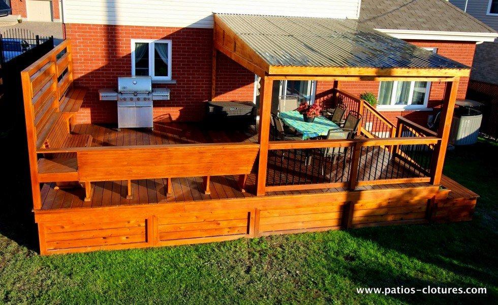 Vue d'ensemble du patio avec pergola recouverte de polycarbonate