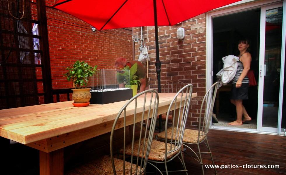 Table en cèdre rouge sur mesure