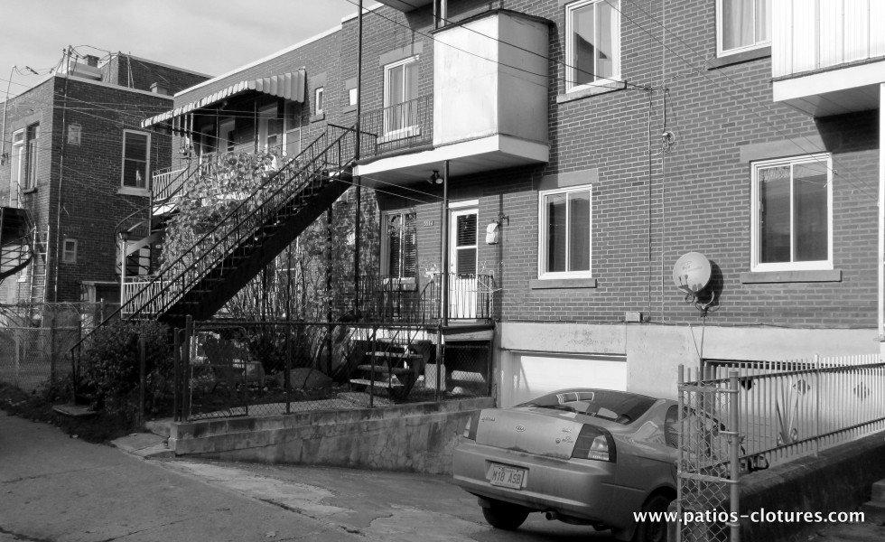 Deux balcons avec escalier droit - avant 3