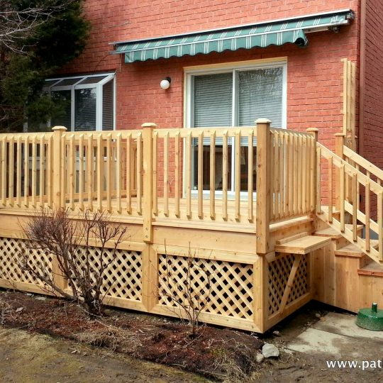 Classic cedar deck Rochefort